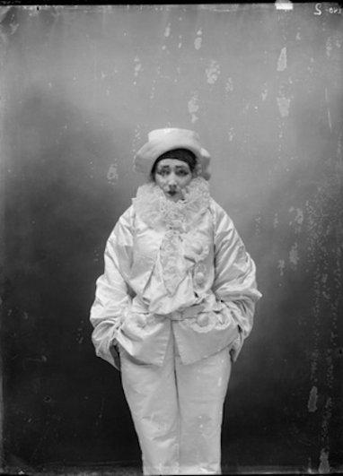 Студия Надара. Сара Бернар в роли Пьеро в пантомиме «Пьеро-убийца», дворец Трокадеро.1883