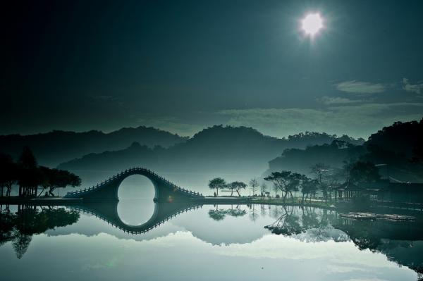 Захватывающие места - Лунный мост, Тайбэй, Тайвань