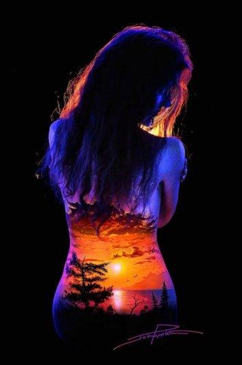 .. Фантастические светящиеся пейзажи на телах ..!!! - №8