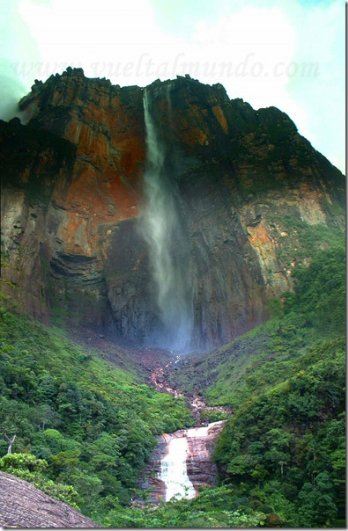 водопад Анхель в зелени