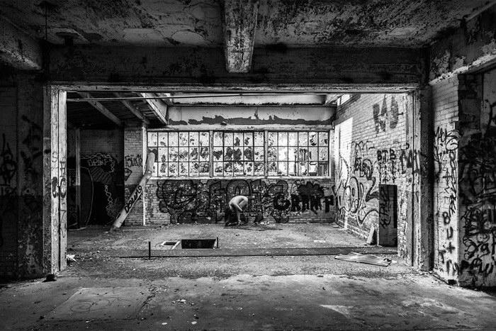Bare USA: модели в заброшенных местах - №9