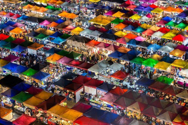 """Приз зрительских симпатий в категории """"Города"""": """"Цветастый рынок"""", Бангкок, Таиланд, автор – Каджан Мадрасмаил"""