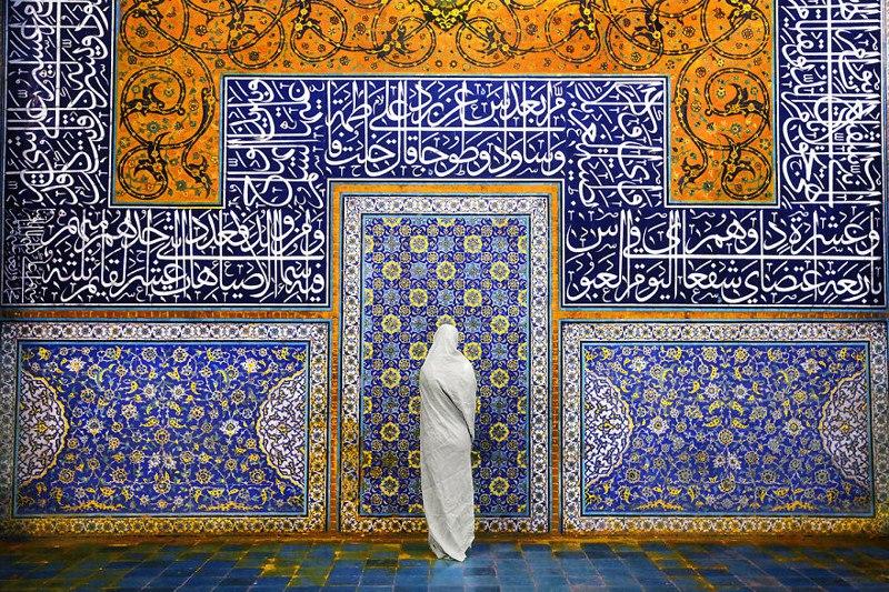 Женщина в мечети Шейх Лотфалла, Исфахан, Иран