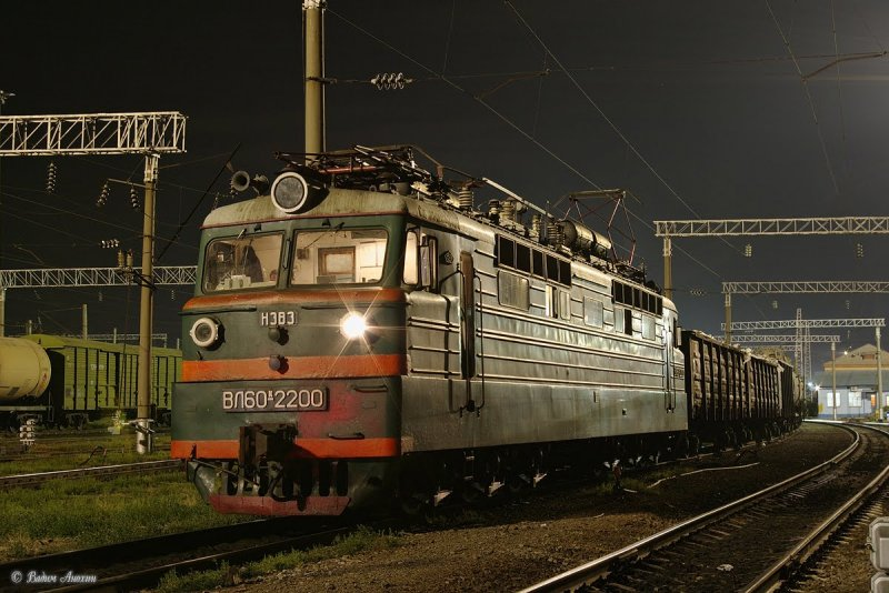Electric locomotive VL60K-2200 with train on train