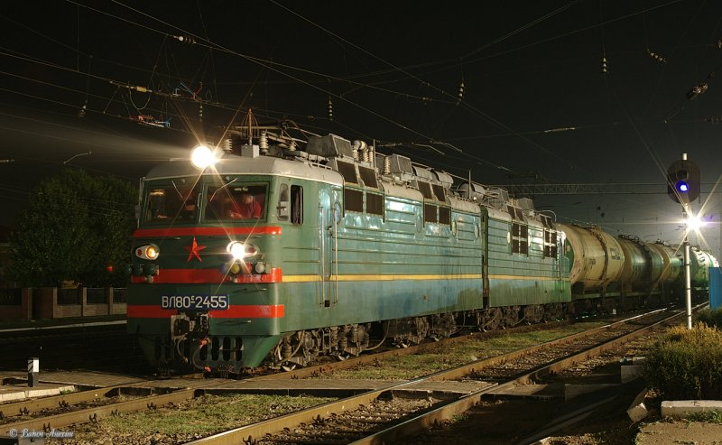 Electric locomotive VL80S-2455 with train