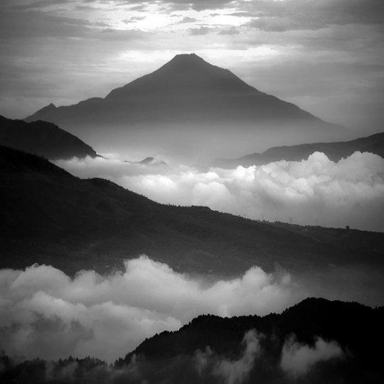 Потрясающие фотографии вулкана Бромо на острове Ява - №8