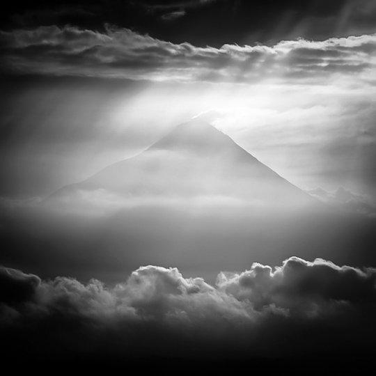 Потрясающие фотографии вулкана Бромо на острове Ява - №12
