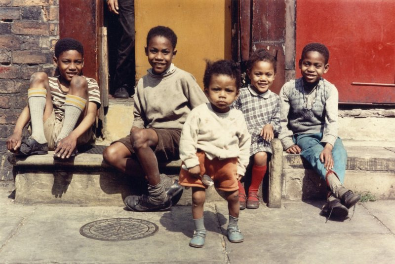 Фотографии Ширли Бейкер 1960-х годов - №5
