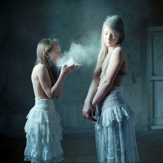 Подростки в объективе Хелен ван Мин - №27