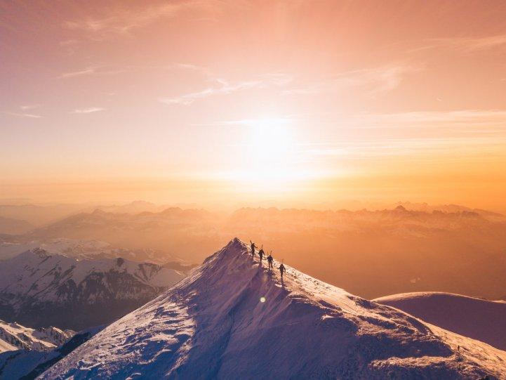 Лыжники на вершине Монблана. Автор фото: Матис Дюма