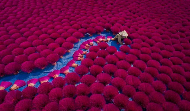 Финалист в категории «Люди». «Изготовление благовоний». Автор фото: Нонг Тхань Тоан.