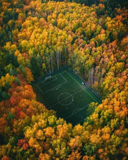 Финалист в категории «Спорт». Футбол в лесу. Автор фото: Юра Борщев.