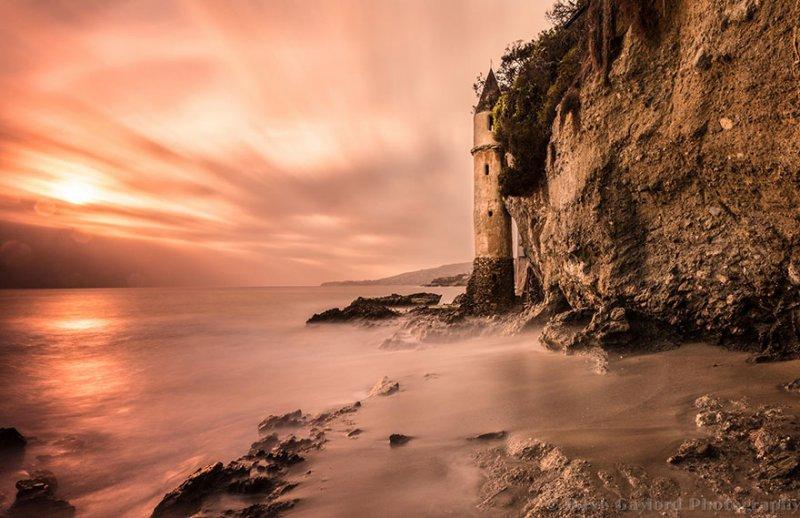 Маяк на пляже Виктория, построенный в 1926 году, Калифорния, США. Фото: Дэйв Гэйлорд