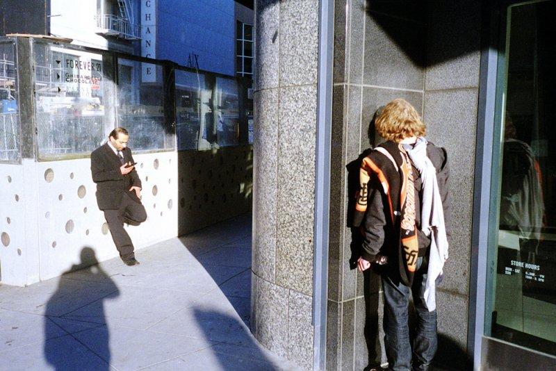 Городские причуды в снимках Троя Холдена - №15