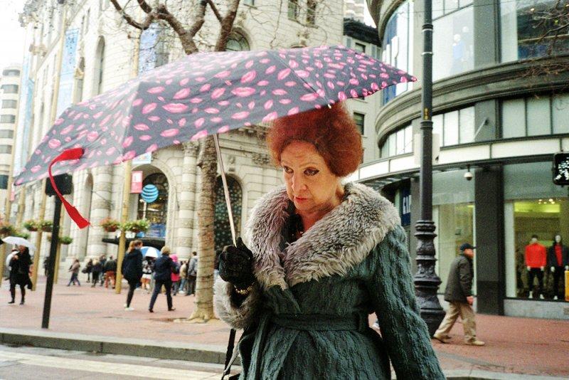 Городские причуды в снимках Троя Холдена - №17