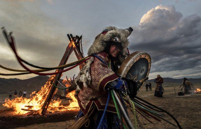 Фоторепортаж: шаманские ритуалы Монголии - №9