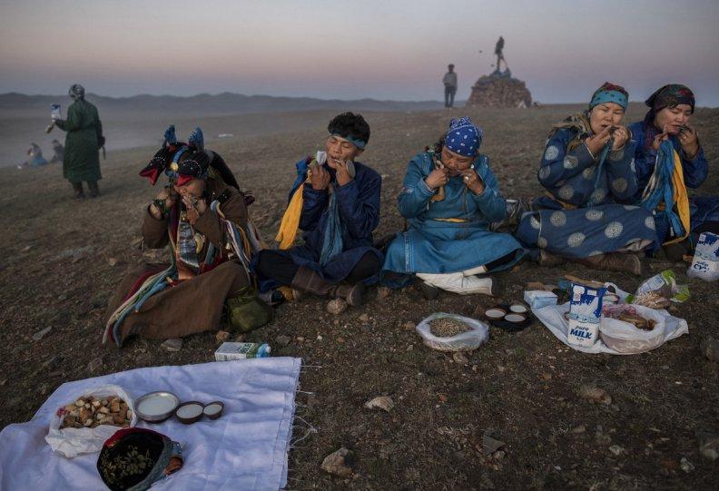 Фоторепортаж: шаманские ритуалы Монголии - №13