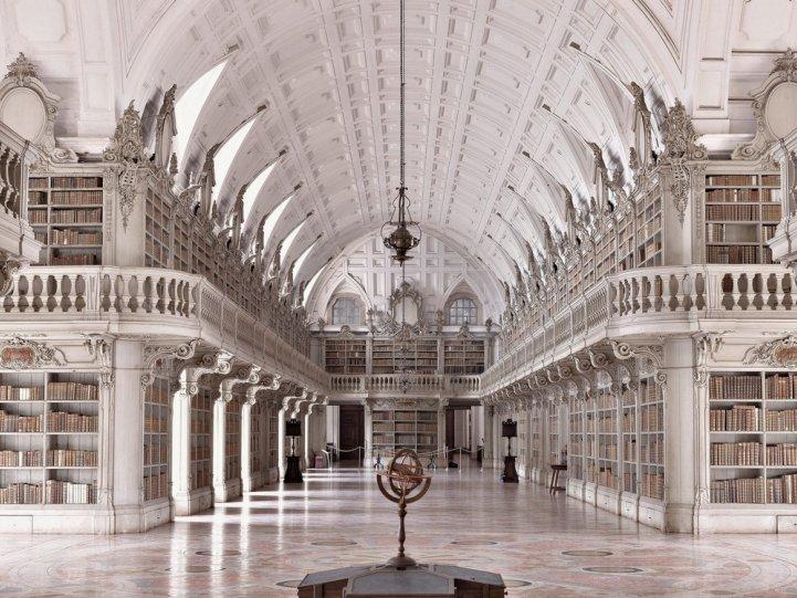 Библиотека при дворце-монастыре да Марфа. Марфа, Португалия.