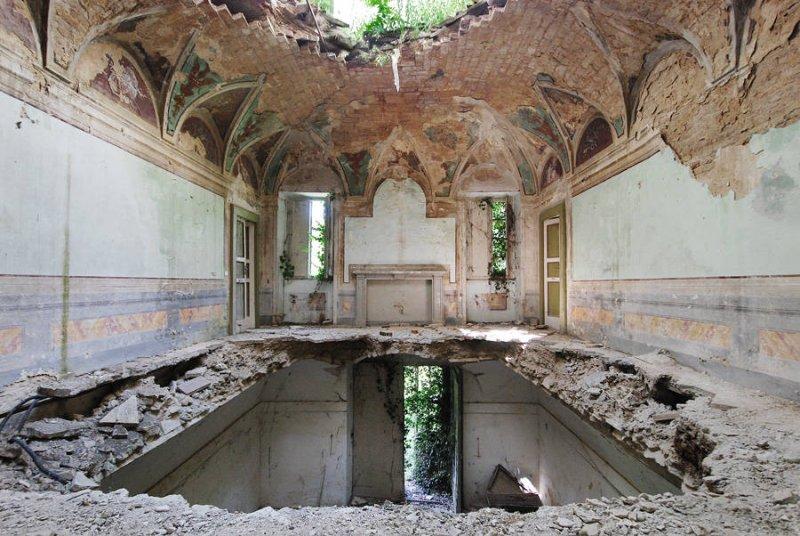 Заброшенные дворцы Европы - №7