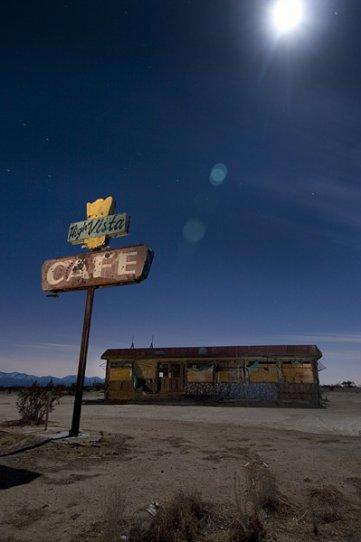 Ночные фотографии заброшенного Запада - №15