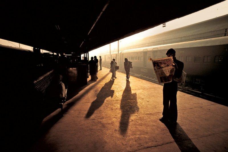Железнодорожная платформа в Дели, Индия, 1983