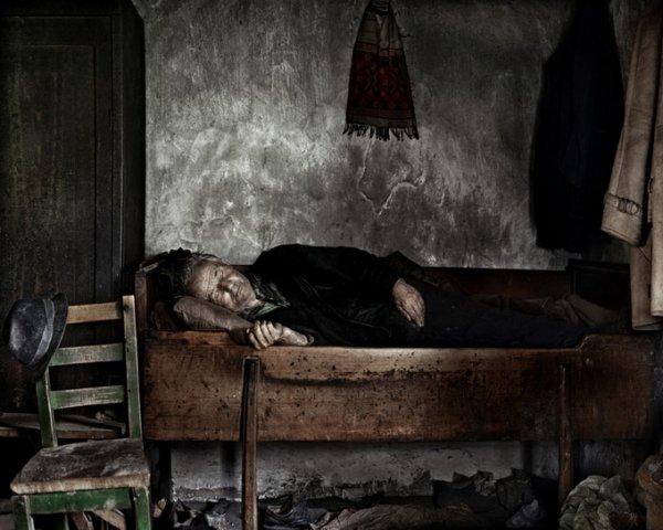 Граница между документальным и художественным фото. Tamas Dezso - №32