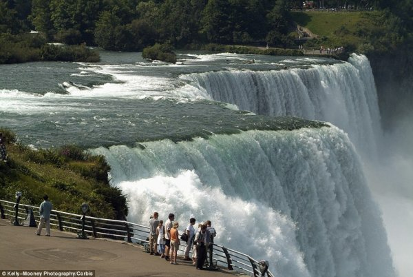 замерз Ниагарский водопад 10