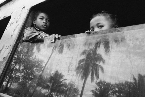 Взгляд в окно - искусство черно-белых фото - №17