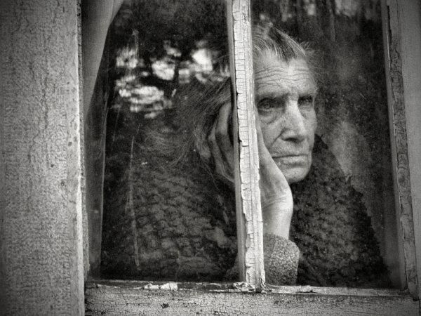 Взгляд в окно - искусство черно-белых фото - №37