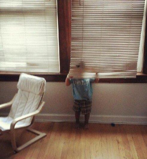 Милые фото - как малыши в прятки играют - №4