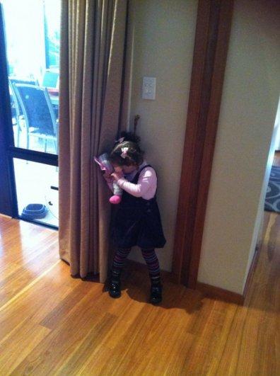 Милые фото - как малыши в прятки играют - №8