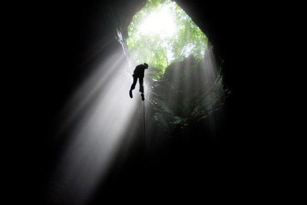 Смелые люди с камерой спустились в загадочную китайскую пещеру - №2