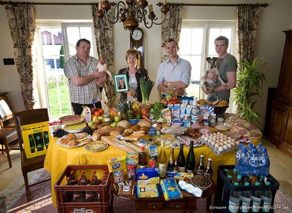 Недельный набор продуктов у разных народов в семейных фото - №3
