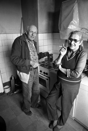 Юрий Рост. Андрей Сахаров дома на кухне с женой Еленой Боннэр. 1987