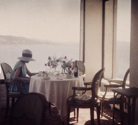 Жак-Анри Лартиг. Биби в ресторане Еден Рок. Мыс Антиб, 1920. © Ministère de la Culture-France/AAJHL