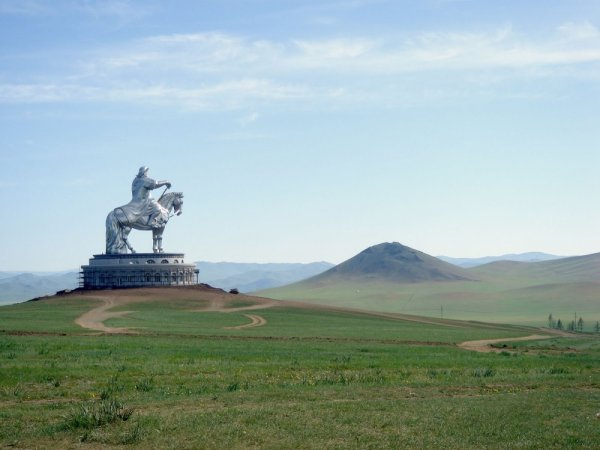 удачный кадр фото - Памятник Чингисхану, Монголия. Reddit